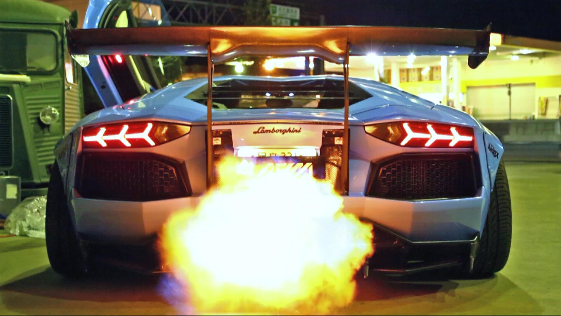 INSANE FLAMES! Lamborghini Aventador LP720-4 Ft