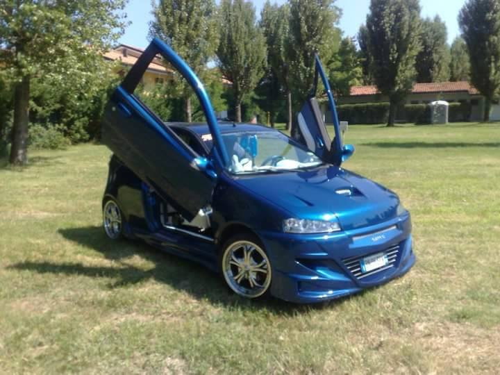 auto elaborate fiat punto sporting macchine km 0 tuning fiat punto tuning work in progress. Black Bedroom Furniture Sets. Home Design Ideas